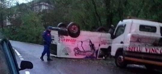 Çaykaralı İşletmeci aracı kaza yaptı 4