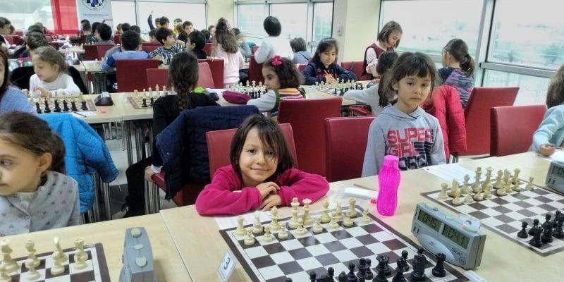 Satranç'ta Çaykara birinci sırada 3