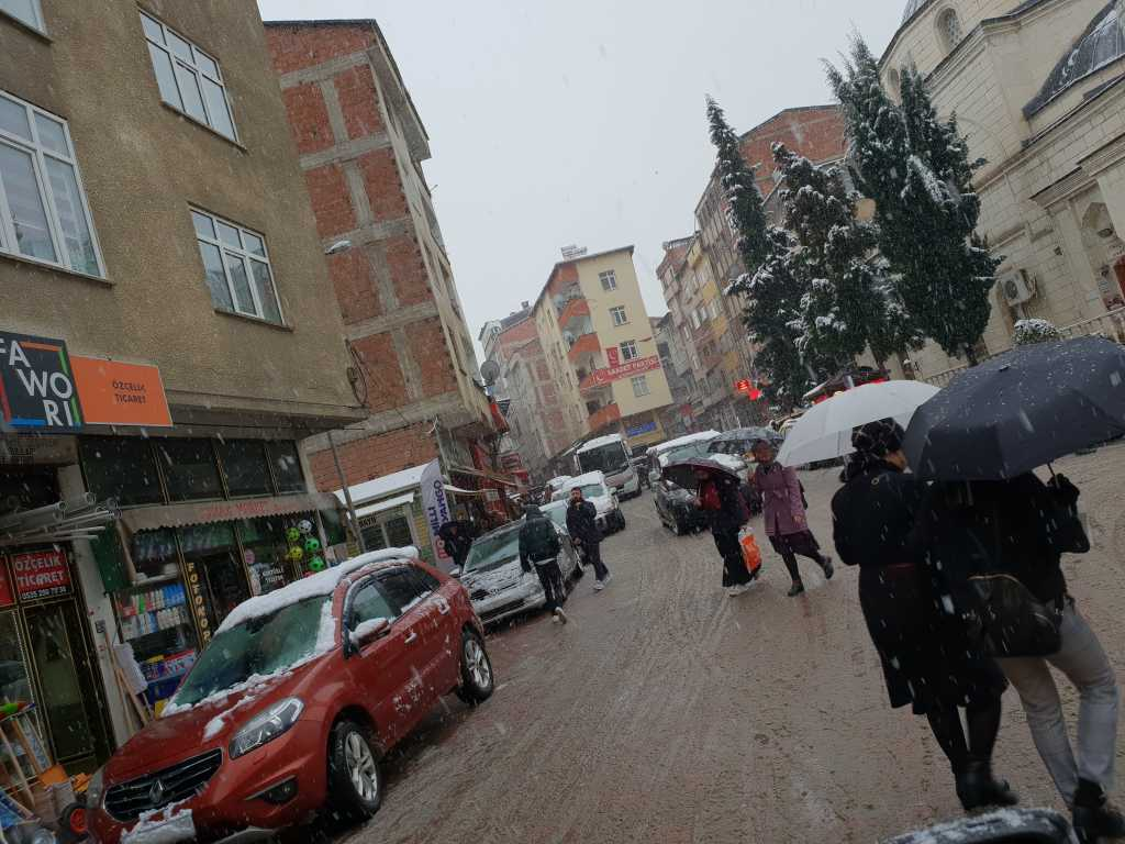 Mevsimin ilk karı Çaykara'ya indi 4