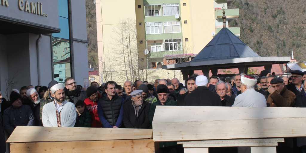 Çaykara'da iki asırlık çınar'a son görev 6