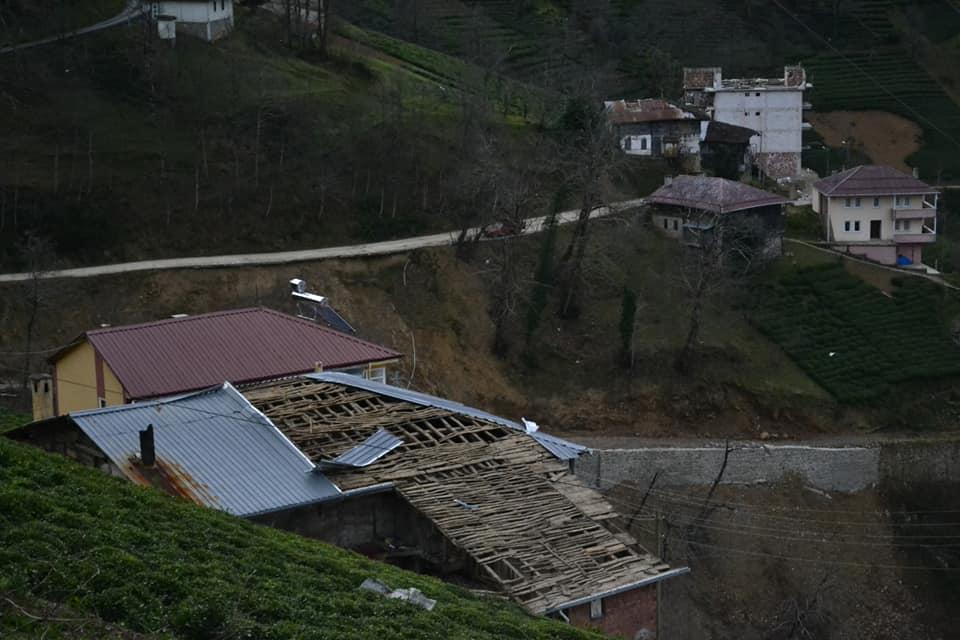 Fırtına Çaykara'yı yıktı geçti 13