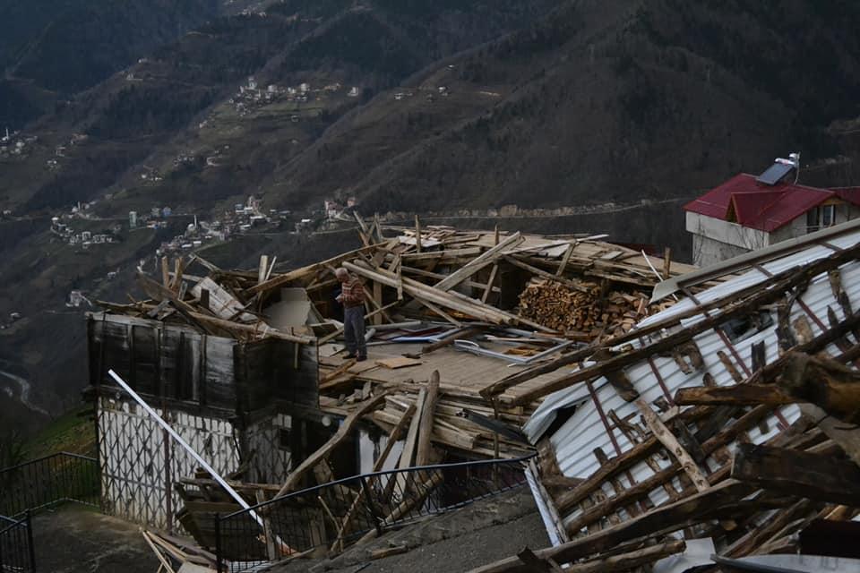 Fırtına Çaykara'yı yıktı geçti 15