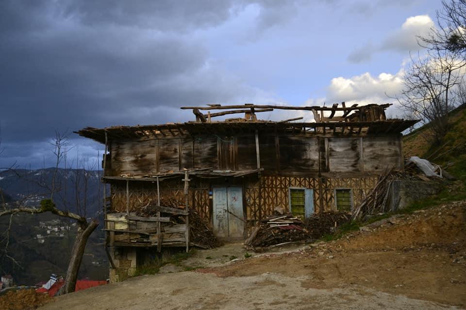 Fırtına Çaykara'yı yıktı geçti 16