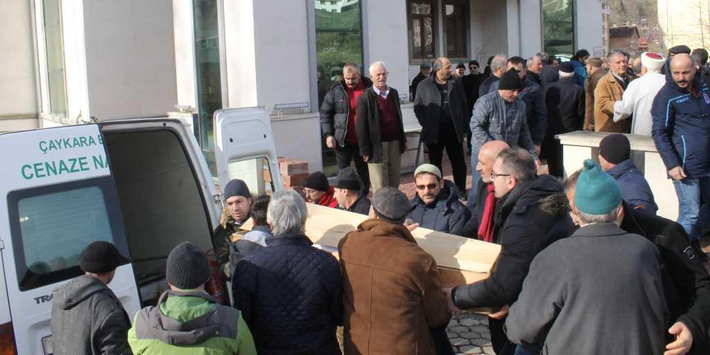 Çaykara'da iki asırlık çınar'a son görev 8