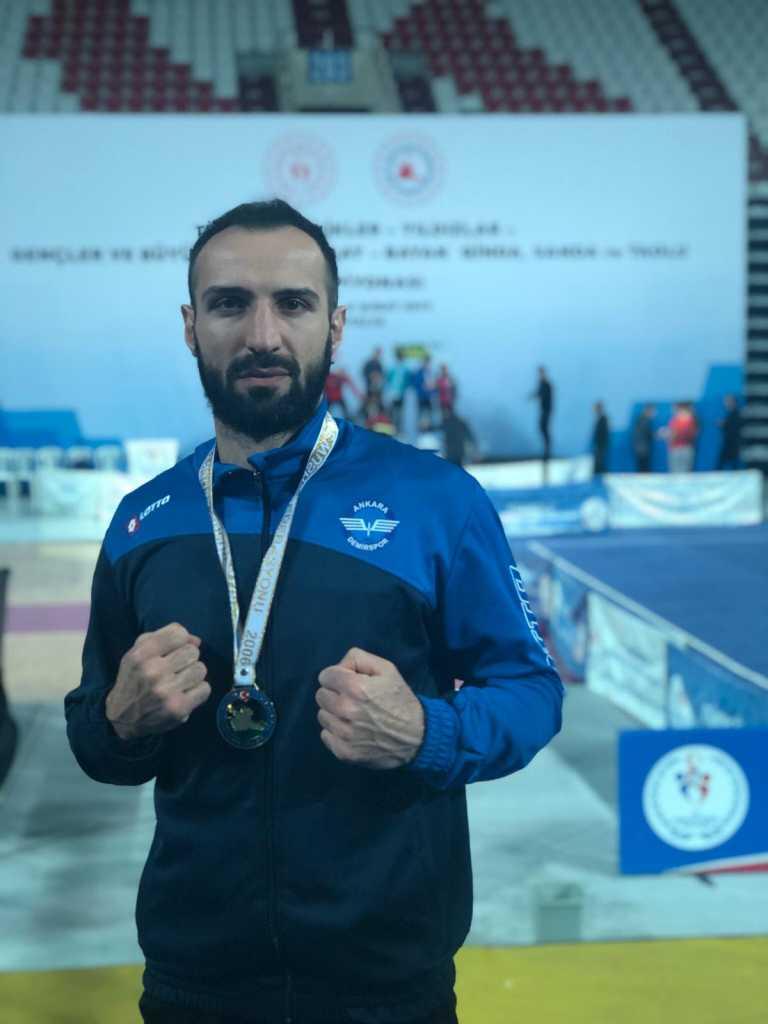 Bir Şampiyon da Wushu-Kungfu da 1