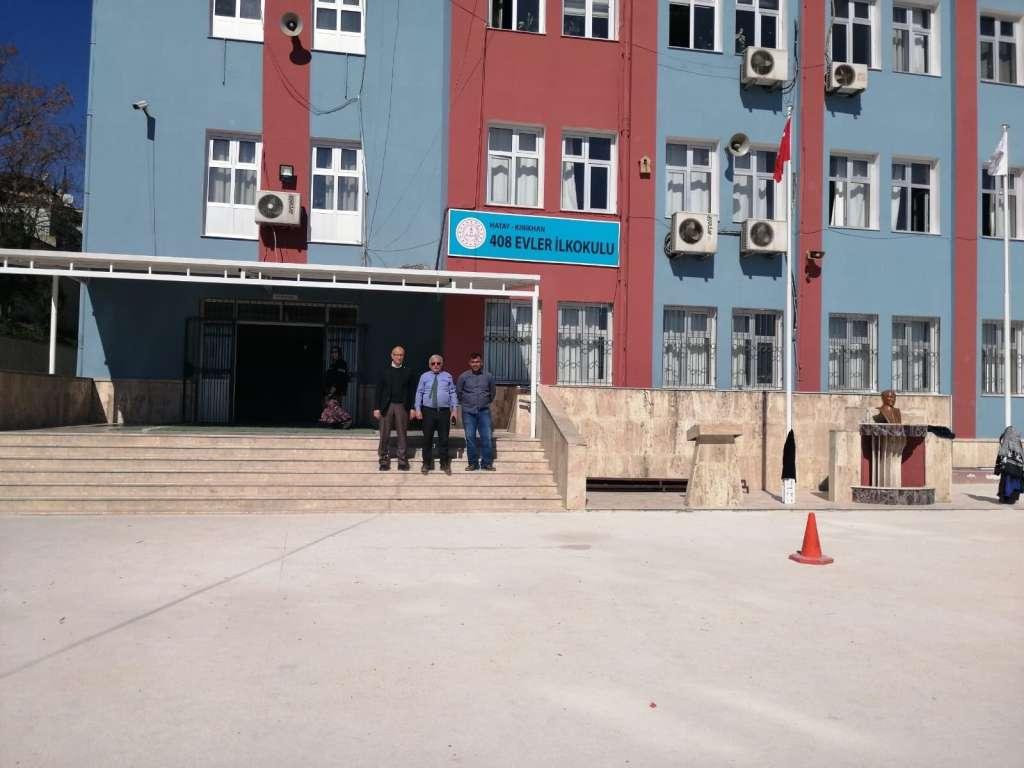 Kırıkhan'da bordo mavi okul 1