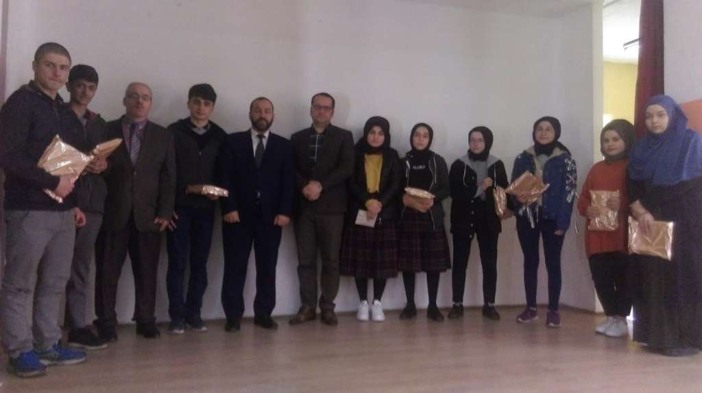 """Çaykara'da Liseler arası """"Çanakkale Şehitlerine"""" şiir okuma yarışması düzenlendi 5"""