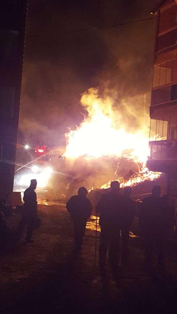Eğridere'de çıkan yangında bir ev kül oldu 1