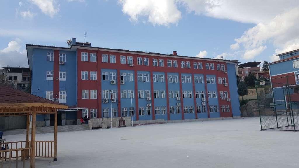 Kırıkhan'da bordo mavi okul 2