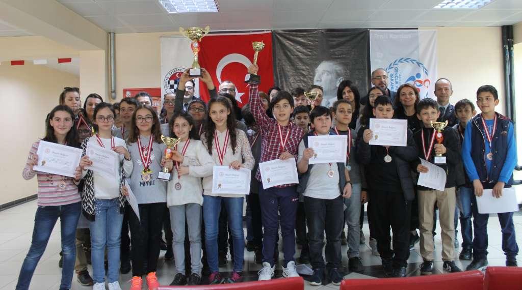 Okul Sporları Satranç İl Birinciliği ve ikinciliği Çaykara'dan 8