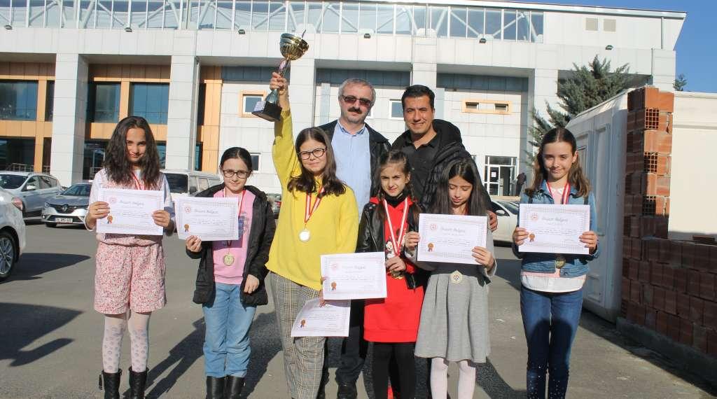Okul Sporları Satranç İl Birinciliği ve ikinciliği Çaykara'dan 10