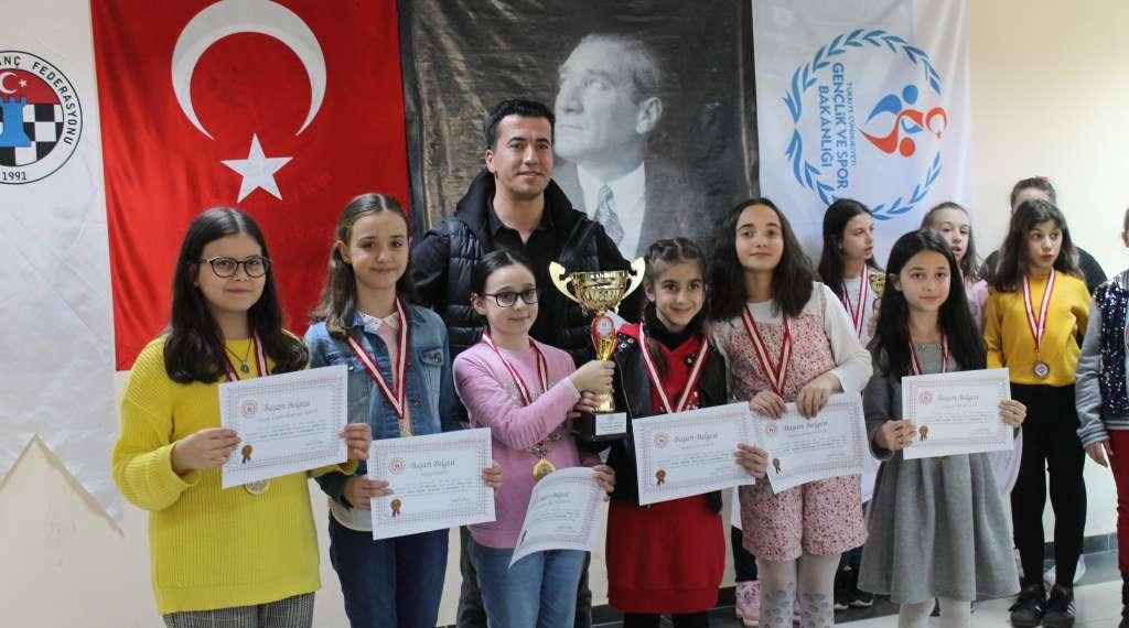 Okul Sporları Satranç İl Birinciliği ve ikinciliği Çaykara'dan