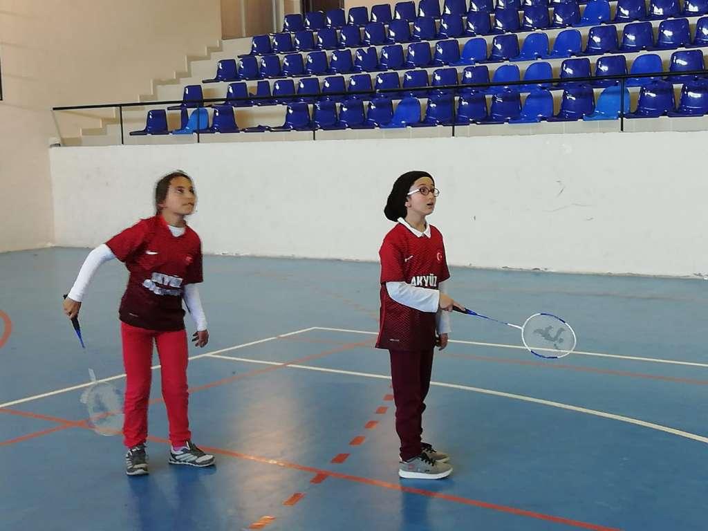 Zeki Bilge İlkokulu Badmintonda Trabzon ikincisi oldu 1