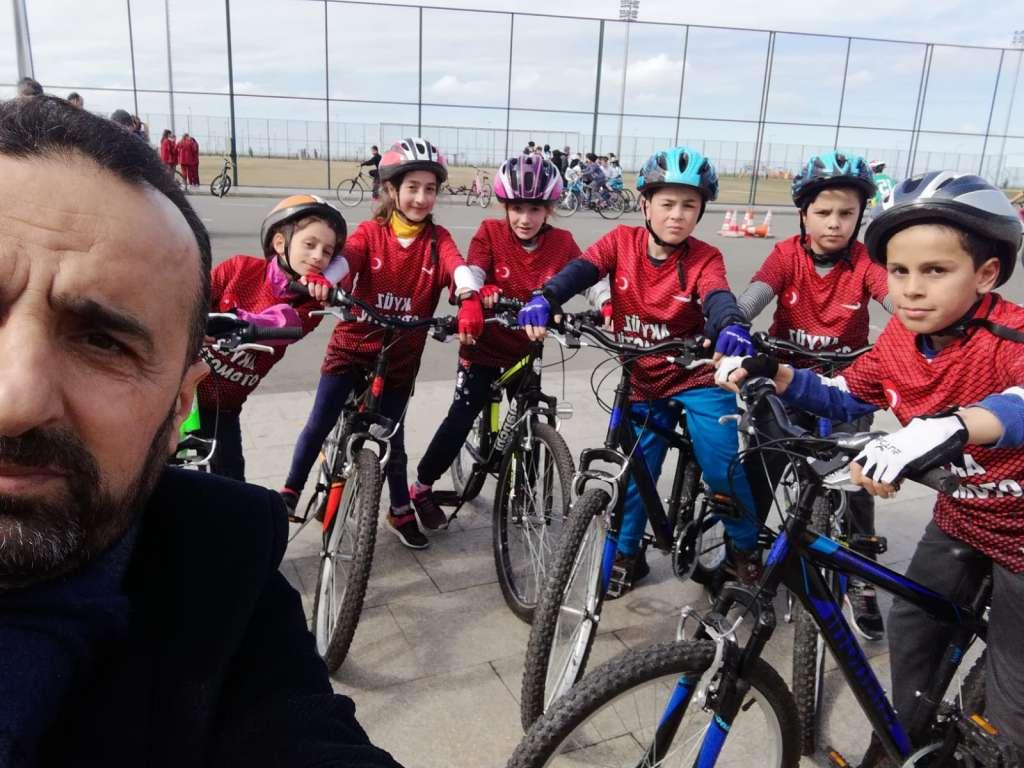 Zeki Bilge İlkokulu Bisiklette ferdi ve takım halinde Trabzon şampiyonu oldu 1