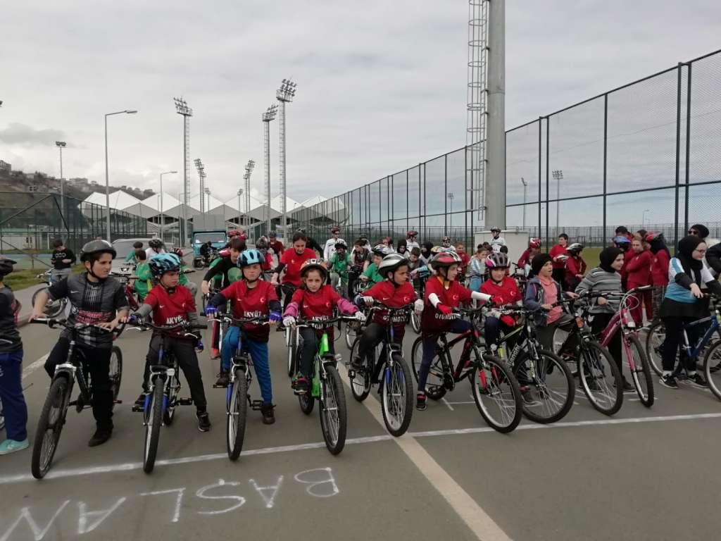 Zeki Bilge İlkokulu Bisiklette ferdi ve takım halinde Trabzon şampiyonu oldu 3
