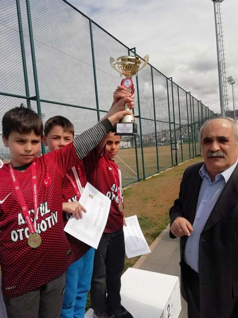 Zeki Bilge İlkokulu Bisiklette ferdi ve takım halinde Trabzon şampiyonu oldu 4
