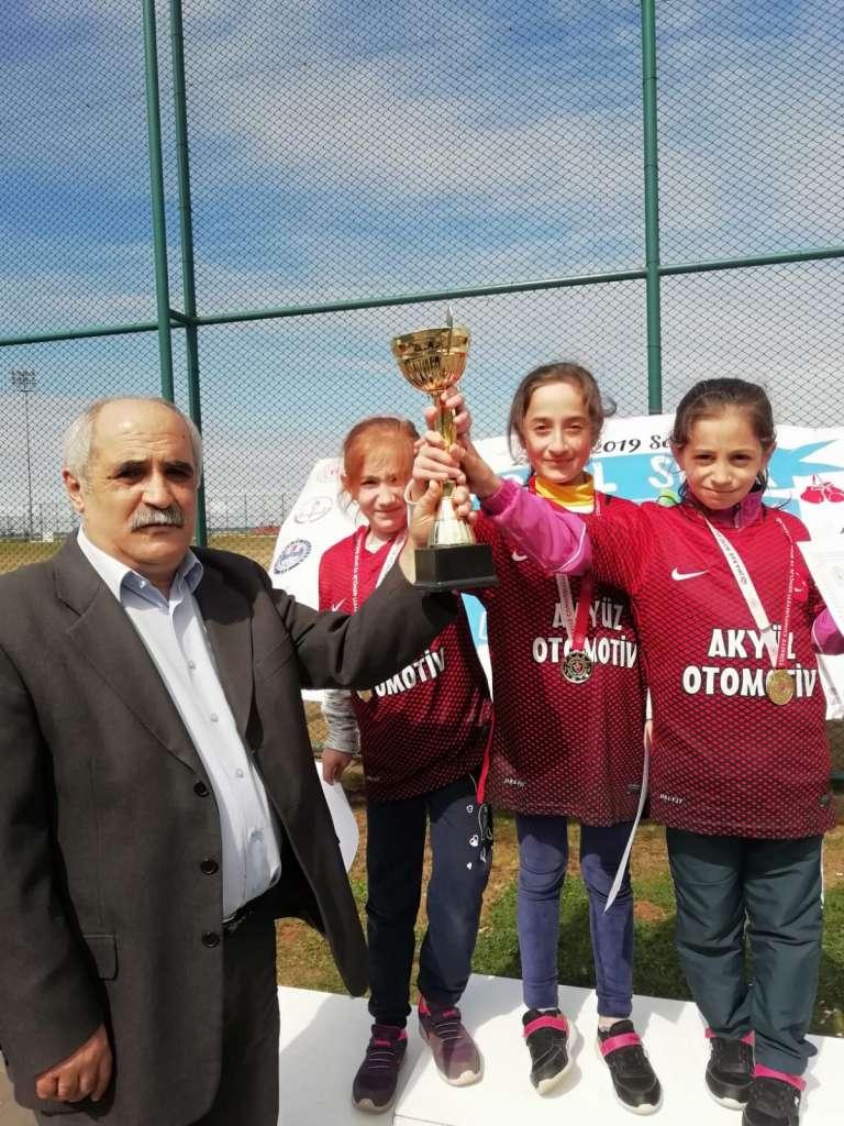 Zeki Bilge İlkokulu Bisiklette ferdi ve takım halinde Trabzon şampiyonu oldu 5