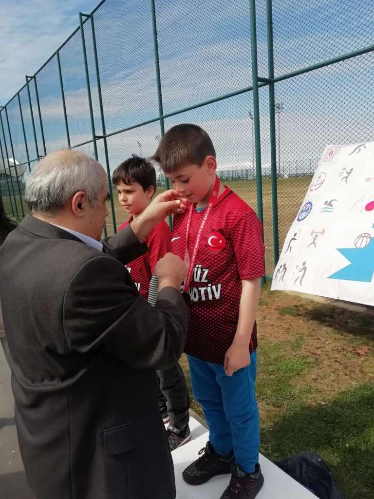 Zeki Bilge İlkokulu Bisiklette ferdi ve takım halinde Trabzon şampiyonu oldu 6