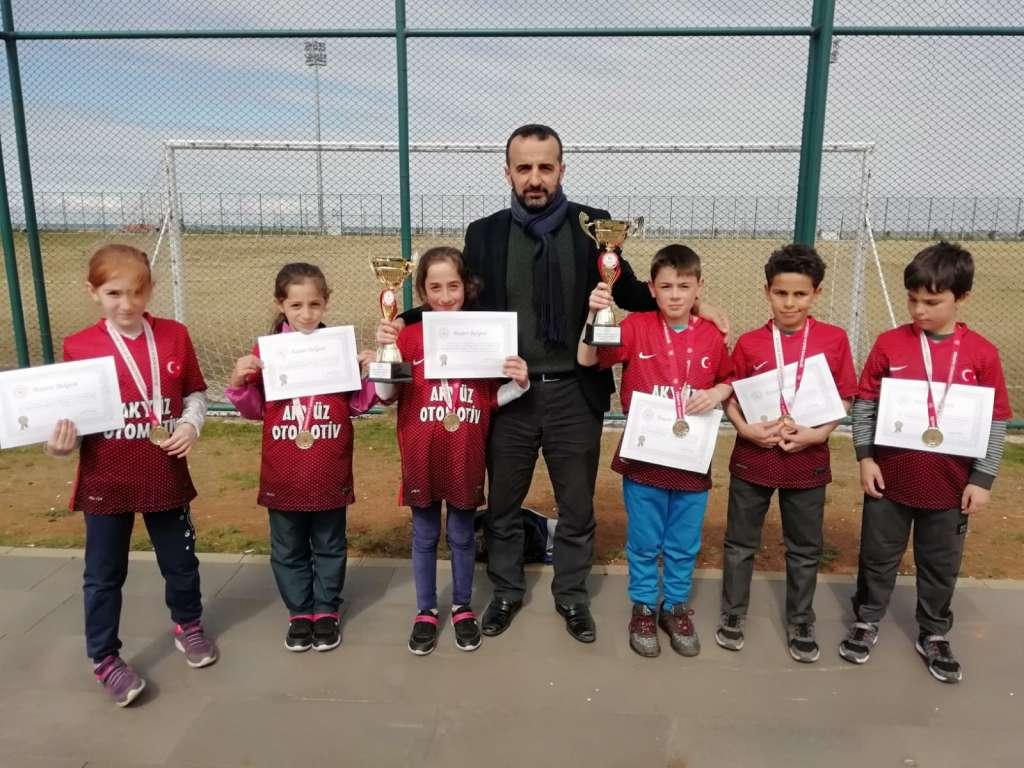 Zeki Bilge İlkokulu Bisiklette ferdi ve takım halinde Trabzon şampiyonu oldu 7