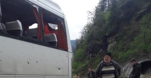 Çaykara Dernekpazarı yolunda hasarlı kaza 3