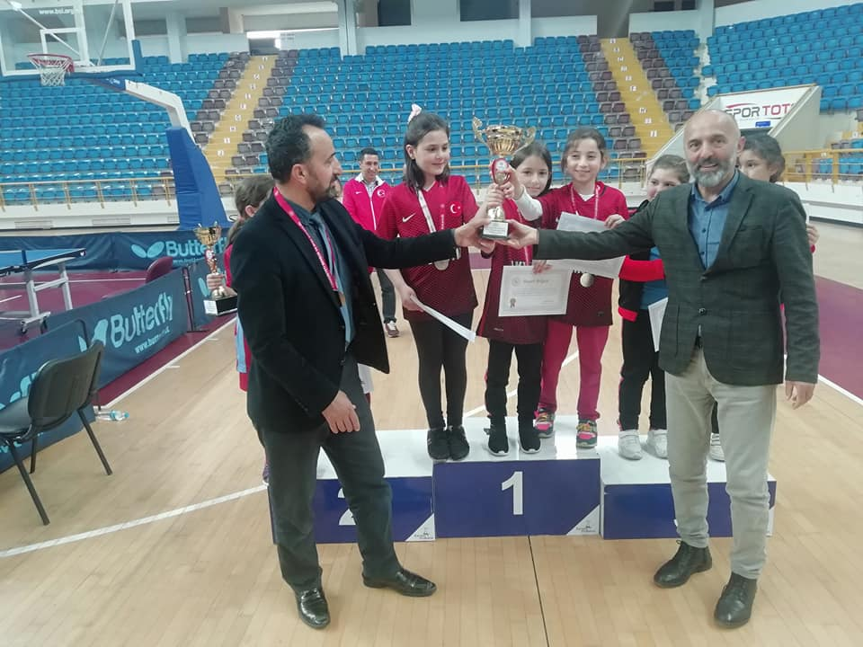 Zeki Bilge İlkokulu Masa Tenisinde Trabzon şampiyonu oldu 4