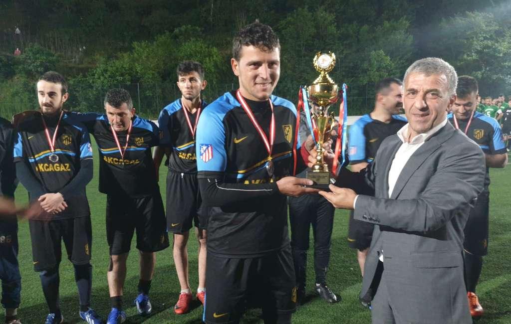 Çaykara Kaymakamlık Kupası Şampiyon Karaçamspor 11