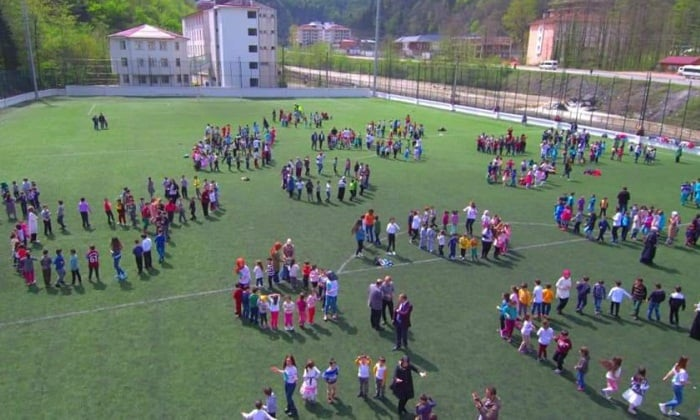 Çaykara'da geleneksel hale gelen Çocuk oyunları şenliği yapıldı. 6