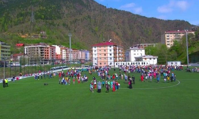 Çaykara'da geleneksel hale gelen Çocuk oyunları şenliği yapıldı. 7