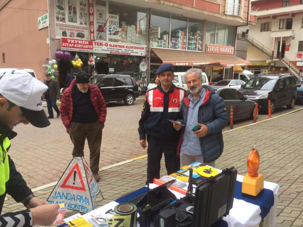 """Çaykara'da """"Trafik Haftası"""" çeşitli etkinliklerle kutlandı 5"""