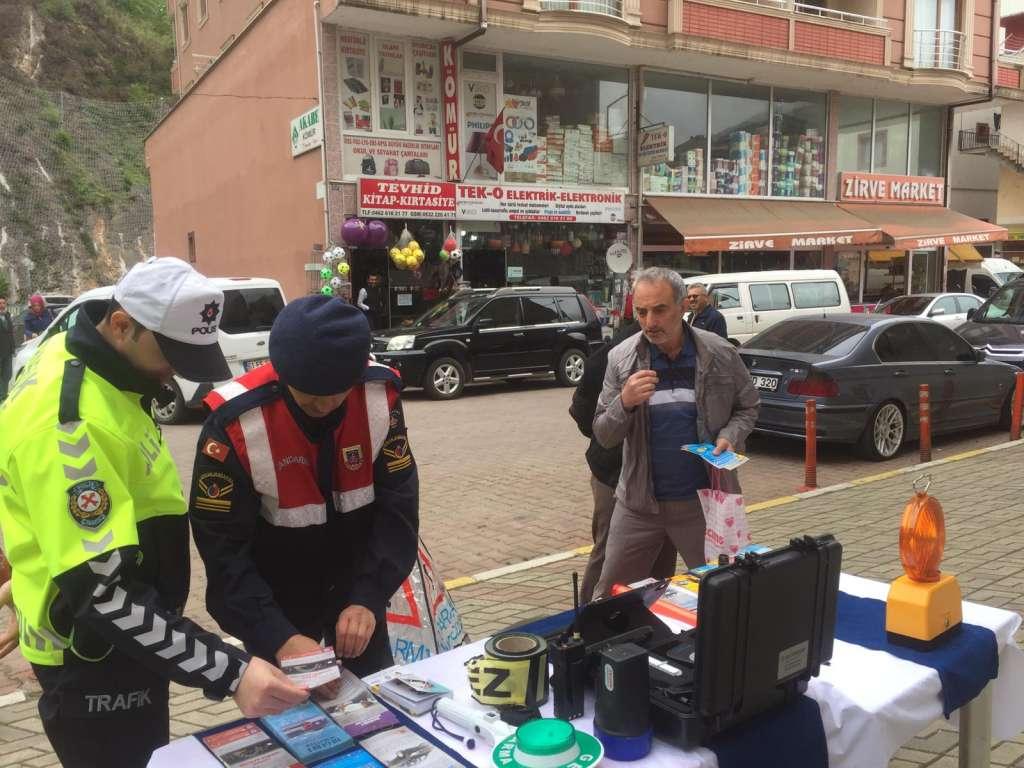 """Çaykara'da """"Trafik Haftası"""" çeşitli etkinliklerle kutlandı 11"""