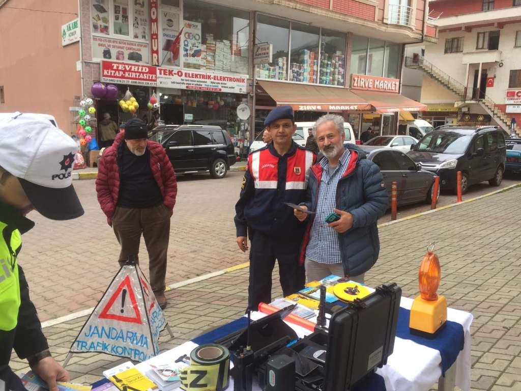 """Çaykara'da """"Trafik Haftası"""" çeşitli etkinliklerle kutlandı 12"""
