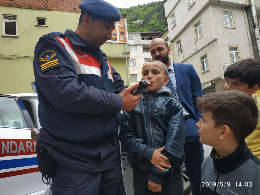 """Çaykara'da """"Trafik Haftası"""" çeşitli etkinliklerle kutlandı 14"""