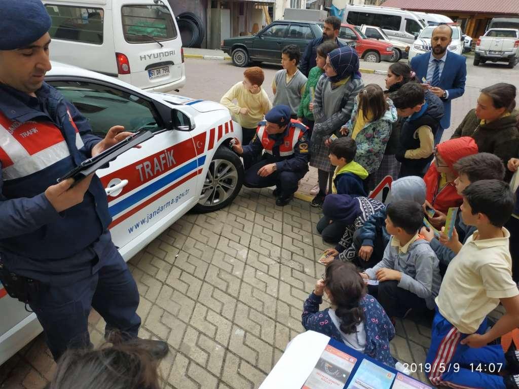 """Çaykara'da """"Trafik Haftası"""" çeşitli etkinliklerle kutlandı 16"""