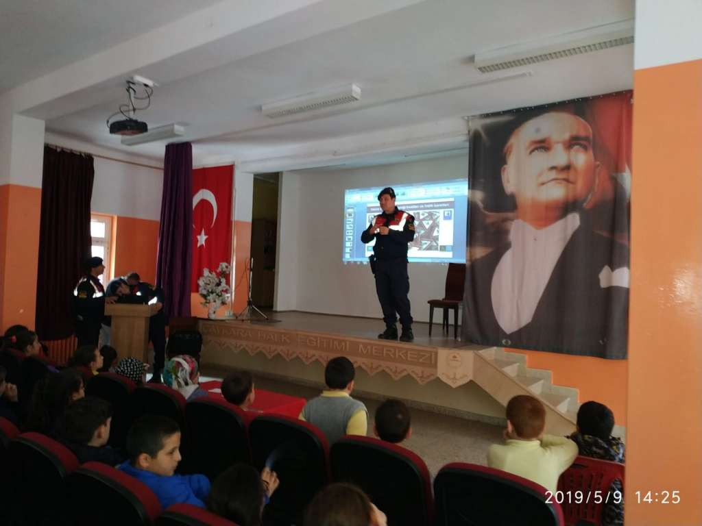 """Çaykara'da """"Trafik Haftası"""" çeşitli etkinliklerle kutlandı 20"""