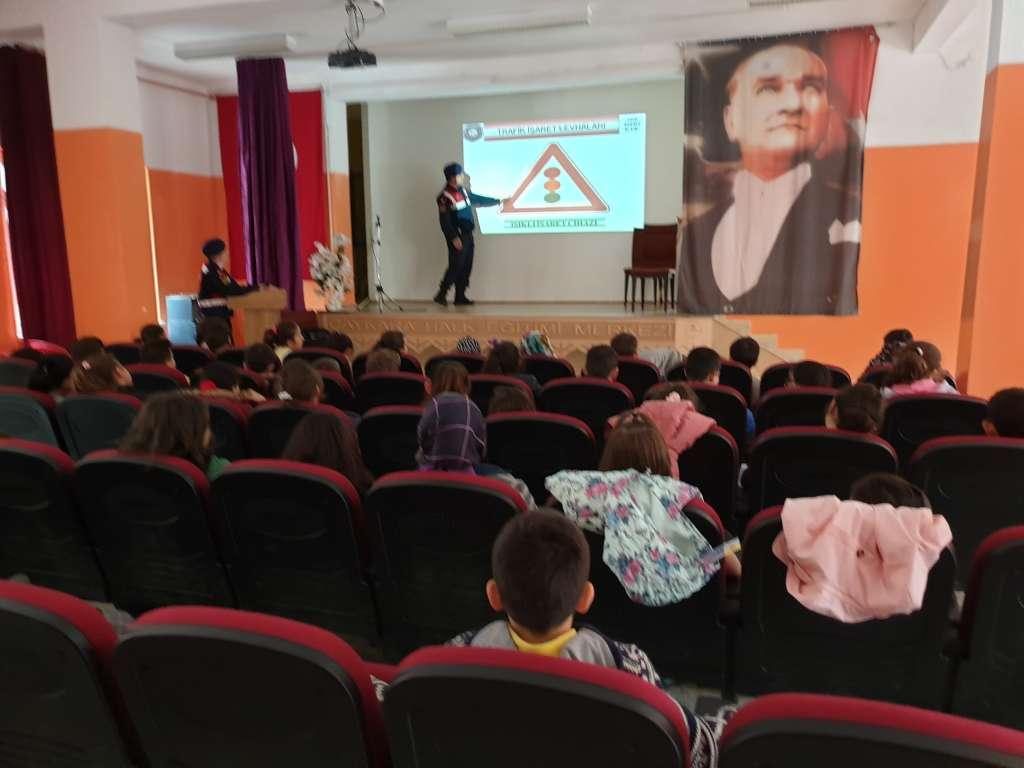 """Çaykara'da """"Trafik Haftası"""" çeşitli etkinliklerle kutlandı 10"""