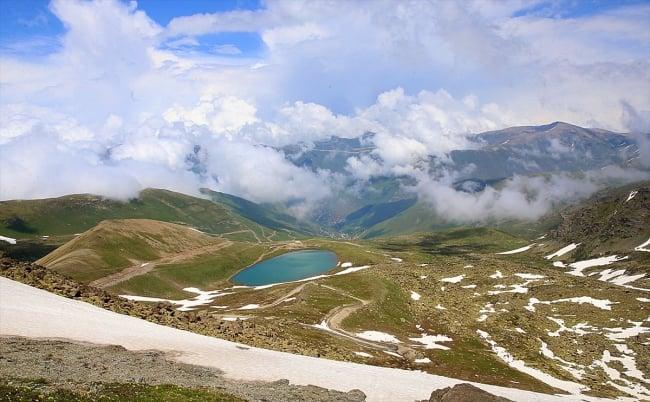 Çaykara'da dumanlı dağlar arasındaki göller büyülüyor 2