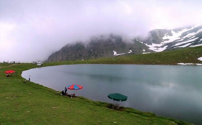 Çaykara'da dumanlı dağlar arasındaki göller büyülüyor 4