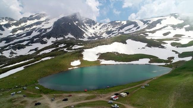 Çaykara'da dumanlı dağlar arasındaki göller büyülüyor 5