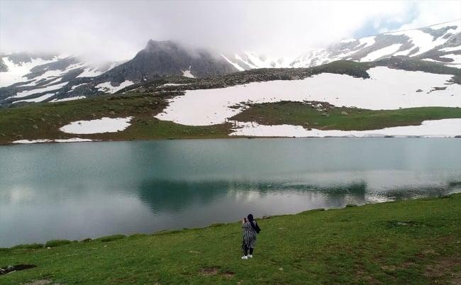 Çaykara'da dumanlı dağlar arasındaki göller büyülüyor 7