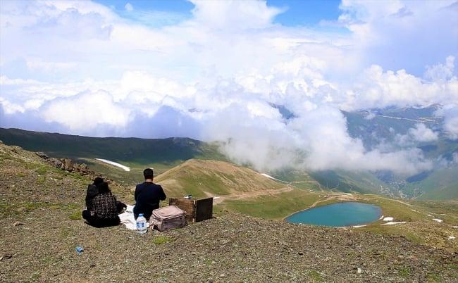Çaykara'da dumanlı dağlar arasındaki göller büyülüyor 8