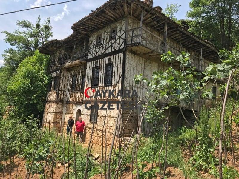Define avcıları 150 yıllık ahşap evi talan etti 6