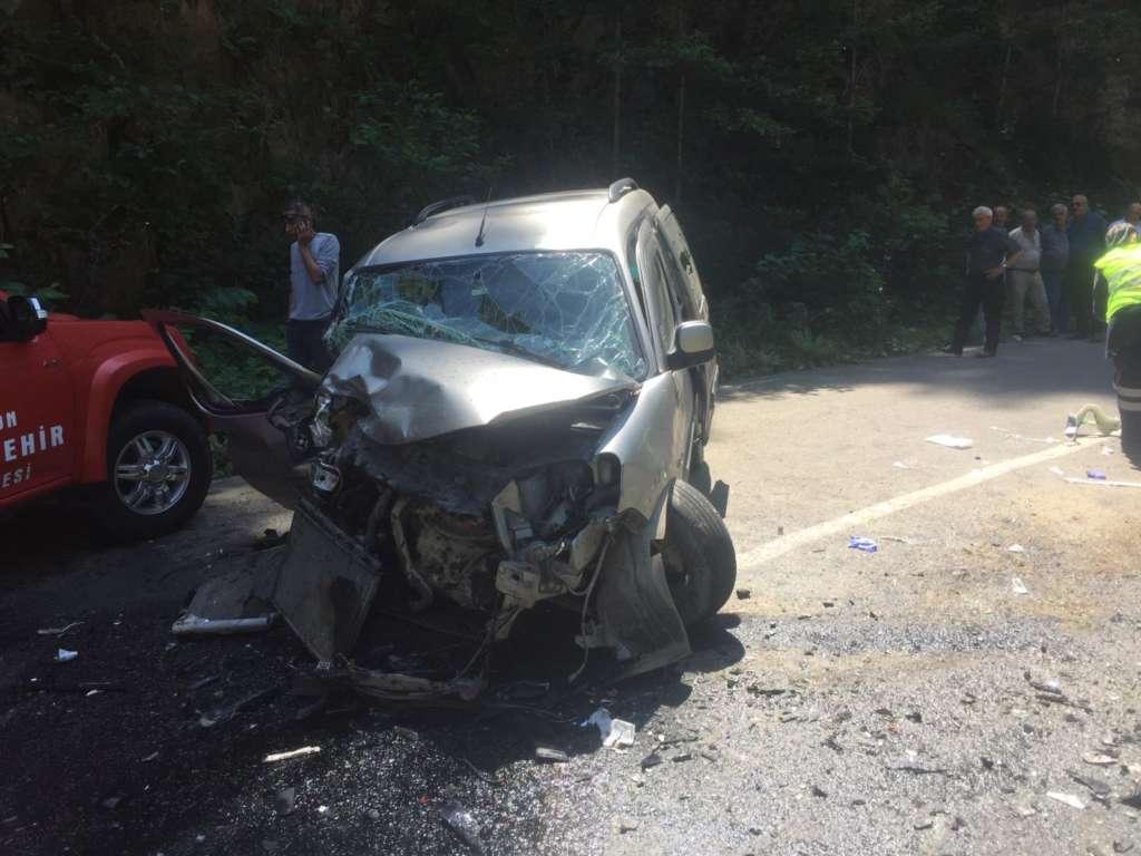Çaykara'da kaza: Yaralılar var! 2