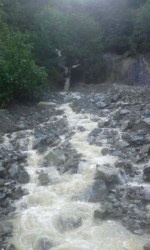 Çaykara'da şiddetli yağan yağmur heyelan ve sele sebep oldu 3