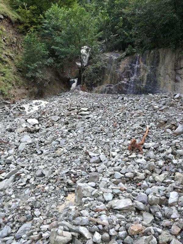 Çaykara'da şiddetli yağan yağmur heyelan ve sele sebep oldu 6