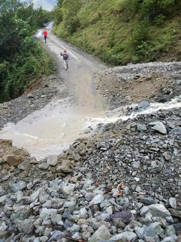 Çaykara'da şiddetli yağan yağmur heyelan ve sele sebep oldu 2