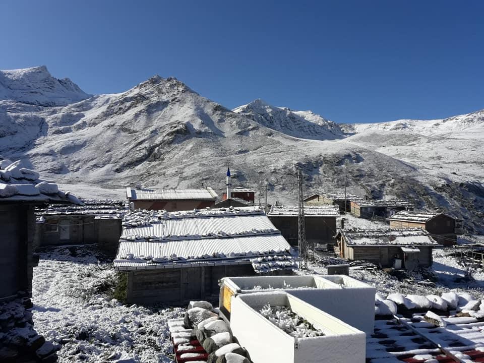 Çaykara'nın yaylalarına yılın ilk karı düştü 7