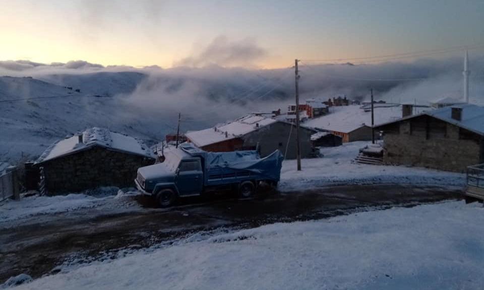 Çaykara'nın yaylalarına yılın ilk karı düştü 8