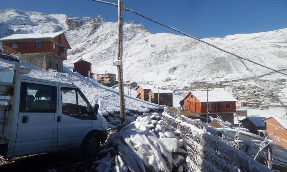 Çaykara'nın yaylalarına yılın ilk karı düştü 3