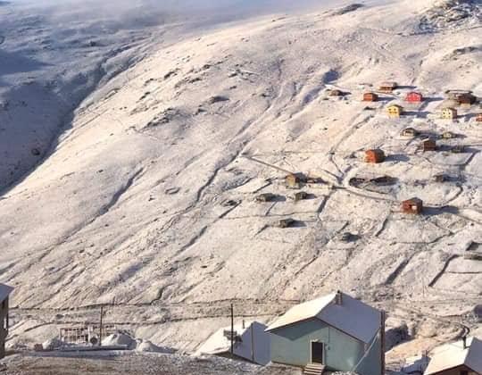 Çaykara'nın yaylalarına yılın ilk karı düştü 2