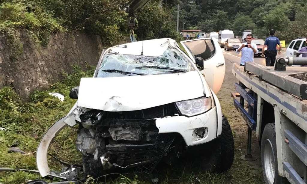 Dernekpazarı Çaykara yolunda trafik kazası 8